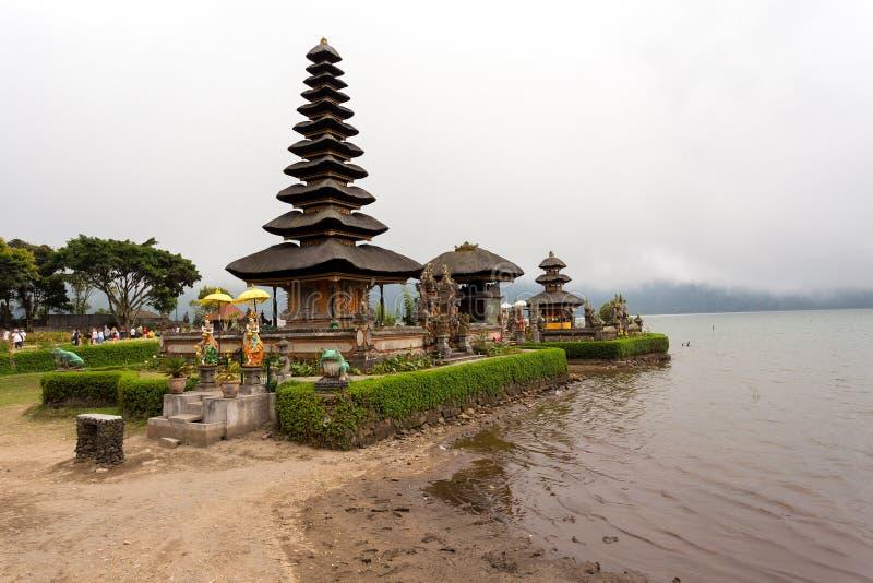 Pura Ulun Danu vattentempel på en sjö Beratan _ arkivbilder