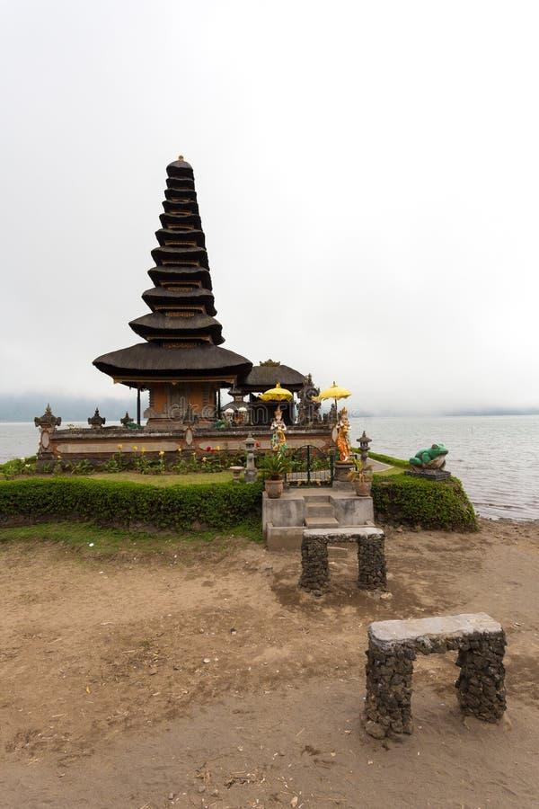 Pura Ulun Danu vattentempel på en sjö Beratan _ royaltyfri foto