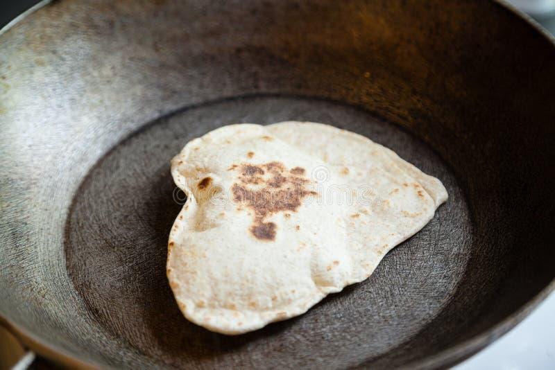 Download Puri Indien Soufflé De Pain Image stock - Image du appétit, croustillant: 56481877