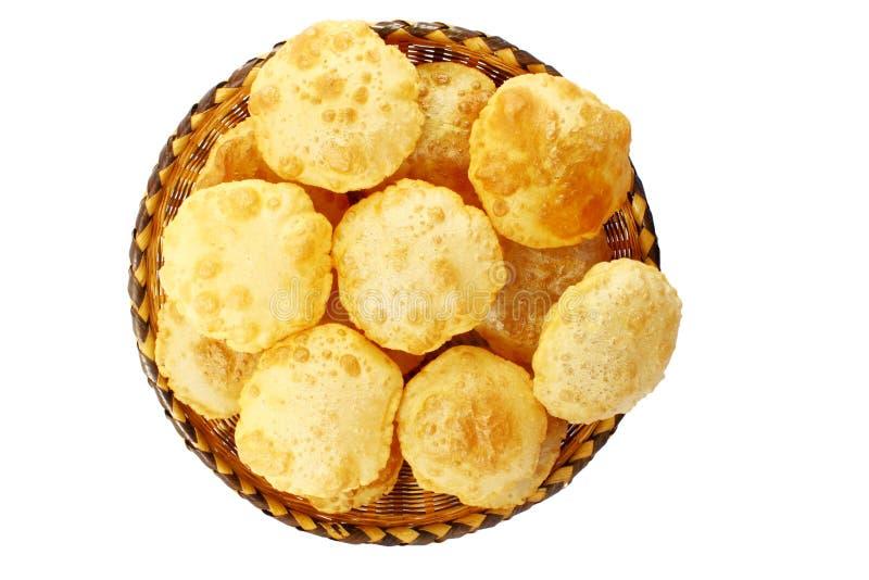 Puri o pan o chapati frito hecho en casa indio tradicional de Poori foto de archivo