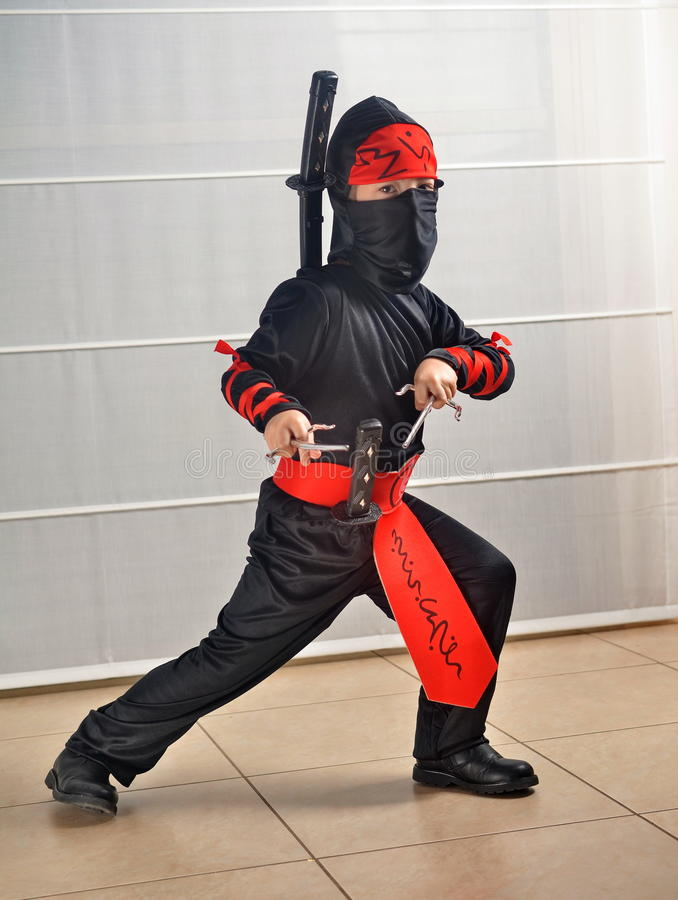 Purim (allhelgonaafton): Ninja Boy royaltyfri fotografi