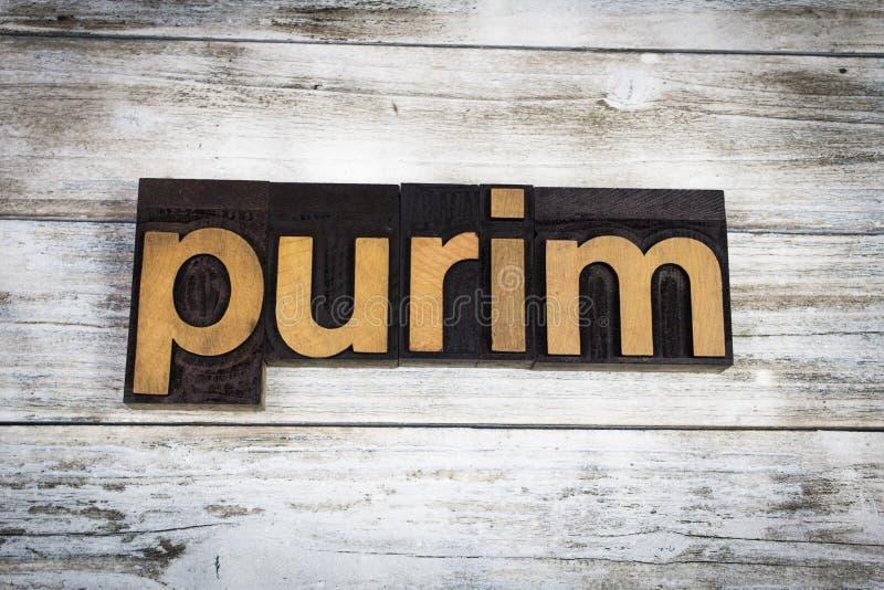 Purim-Briefbeschwerer-Wort auf hölzernem Hintergrund stockfoto