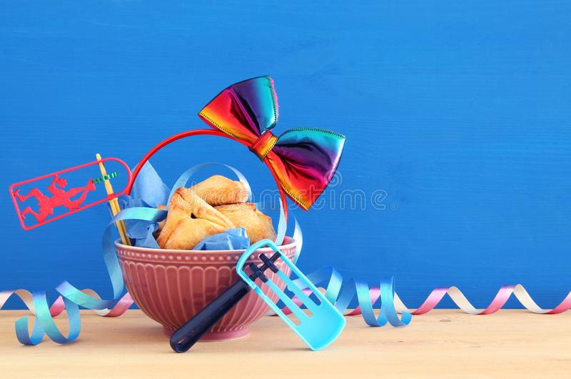 Purim-Feierkonzept u. x28; jüdisches Karneval holiday& x29; stockbilder