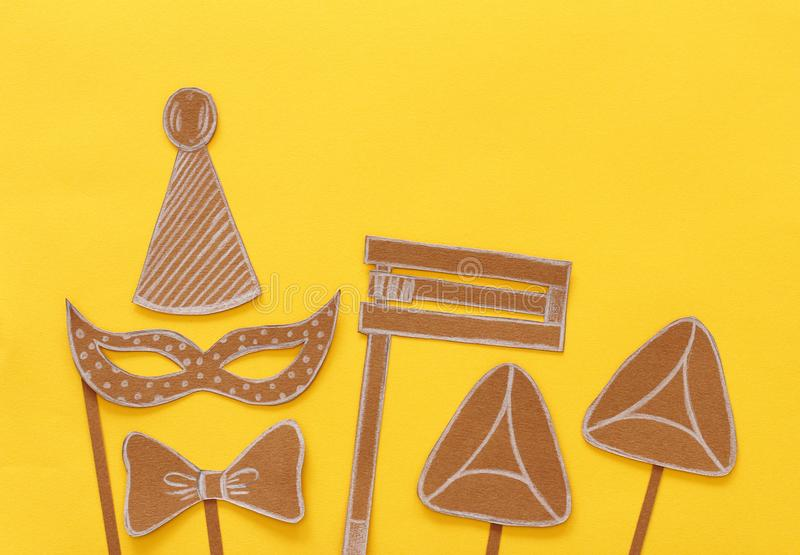 Purim-Feierkonzept u. x28; jüdisches Karneval holiday& x29; Traditionelle Symbolformen cutted vom Papier stockfoto