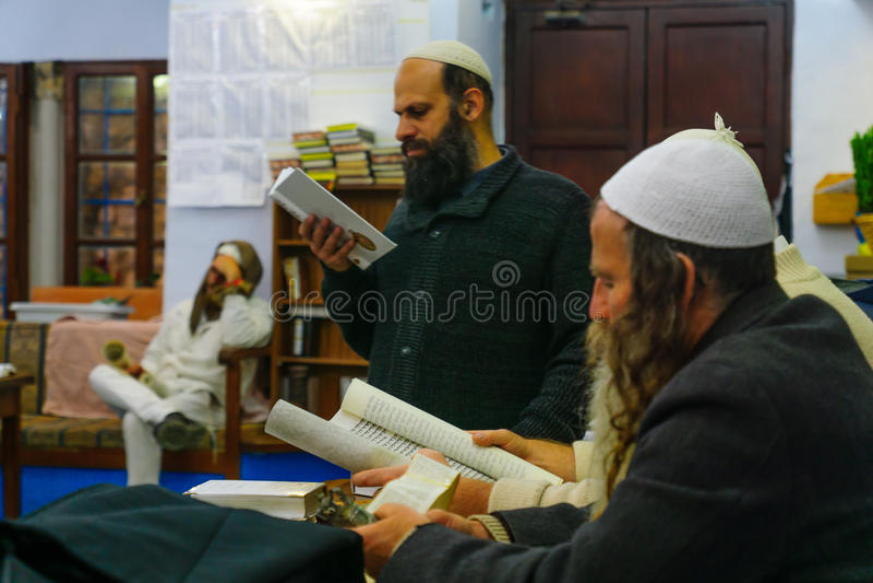 Purim na sinagoga velha de Abuhav, Safed Tzfat, Israel foto de stock