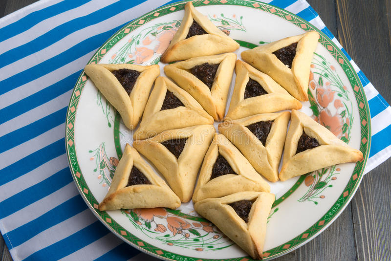 Purim - traditionella kakor hamantaschen eller Hamans öron arkivbilder