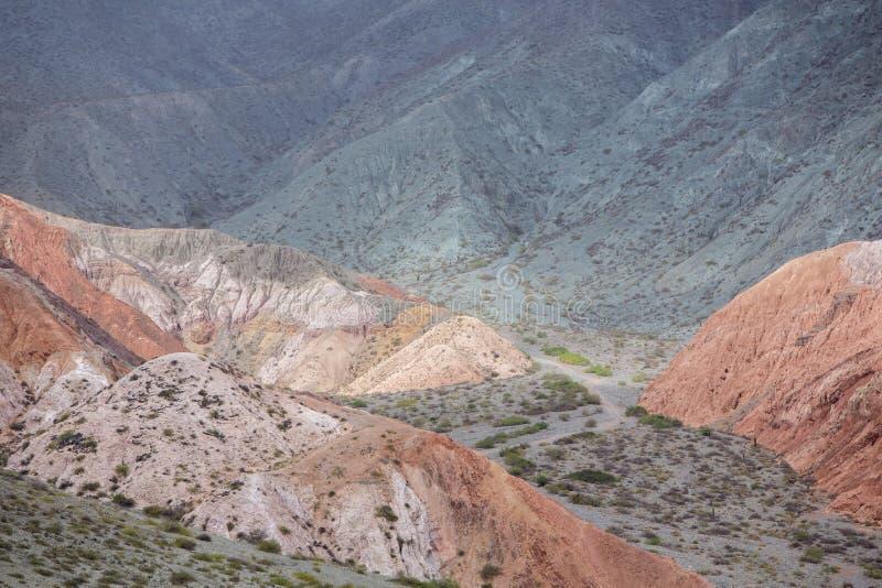 Purmamarca, красочные горы в Аргентине стоковые изображения rf