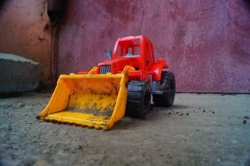 Purper tractorstuk speelgoed stock afbeelding