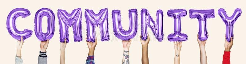 Purpere alfabetballons die de woordgemeenschap vormen stock foto's