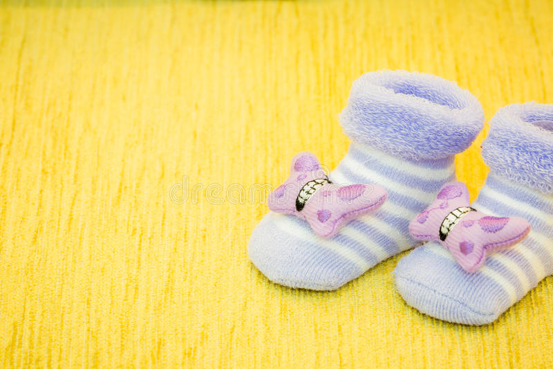Purpere babyschoenen royalty-vrije stock afbeelding