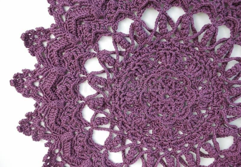 purpere crochet doily stock afbeeldingen