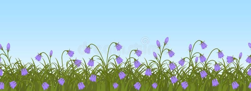 Purpere klokbloemen in groen gras op een blauwe hemelachtergrond Naadloze grens vector illustratie