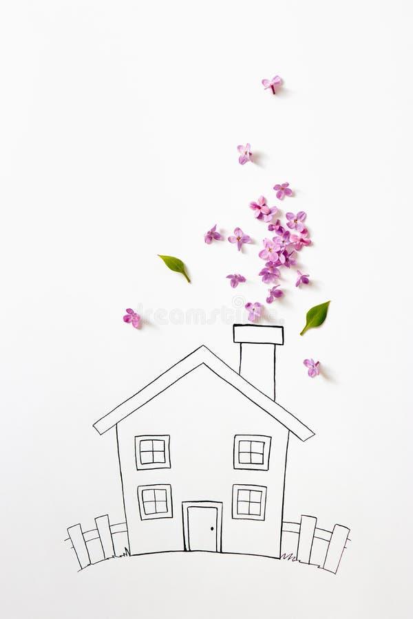 Purpere lilac bloemen met tekening van een huis royalty-vrije stock fotografie