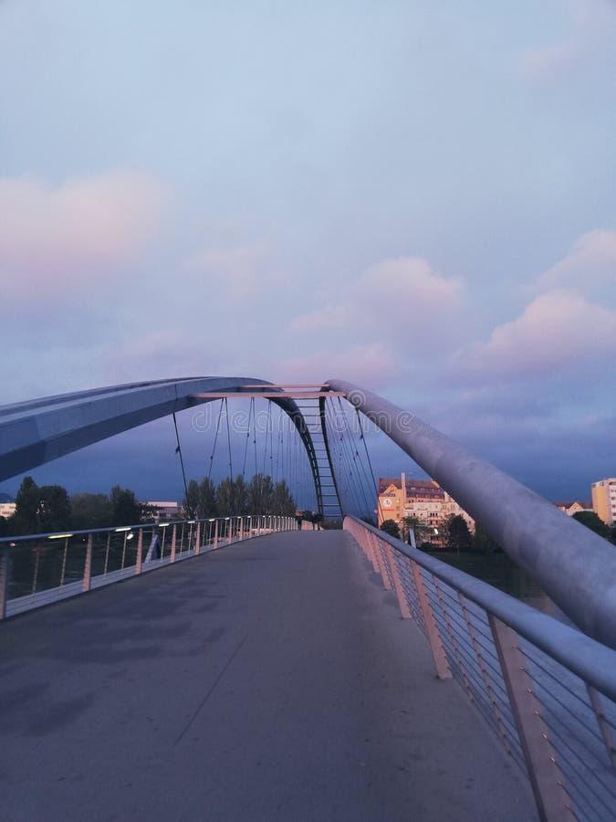 Purpere zonsondergang in Frankrijk stock afbeelding