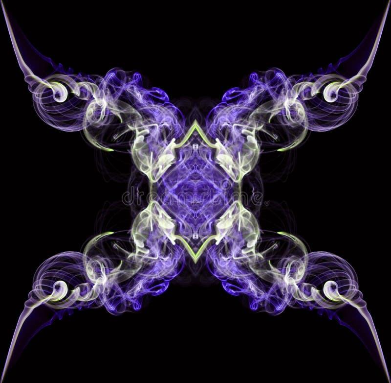 Purple en ecrusamenvatting verdraaide rook op zwarte achtergrond wordt geïsoleerd die royalty-vrije stock fotografie