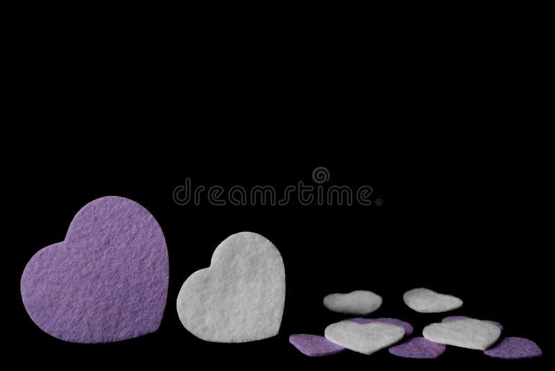 Purpur i białych odczuwani serca odizolowywający na czarnym tle - valentines, miłość obraz royalty free