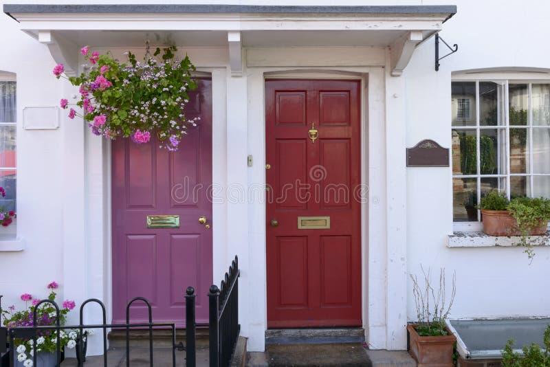 Purpur i czerwieni tarasowi drzwi, Henley na Thames obraz royalty free