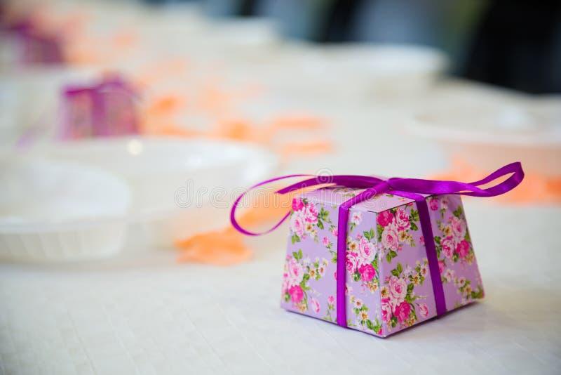 Purpura cubed cukierki pudełko fotografia royalty free