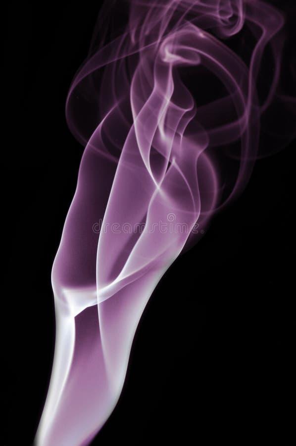 Purpura dym na czarnym tle obrazy royalty free