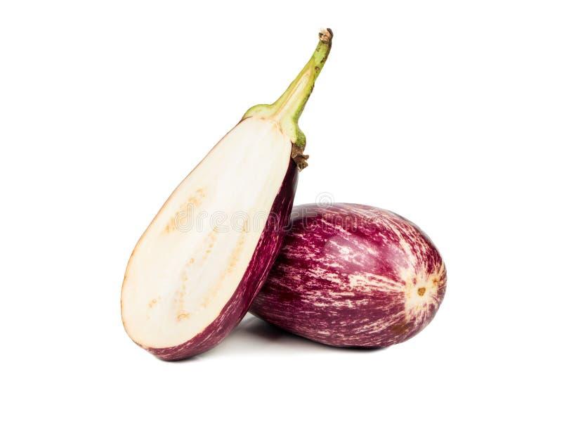 Purpurfärgad aubergine med halva royaltyfri foto