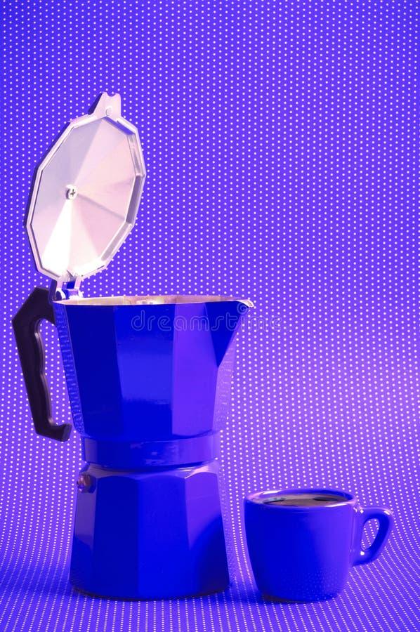 Purpurfärgad kaffetid med mokaespresso royaltyfria foton