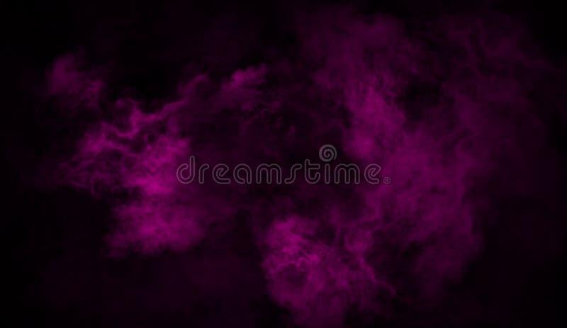 Purpurfärgad rök på golvet Isolerad textur överdrar bakgrund arkivbild