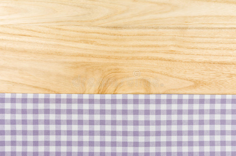 Purpurfärgad rutig tabelltorkduk royaltyfri fotografi