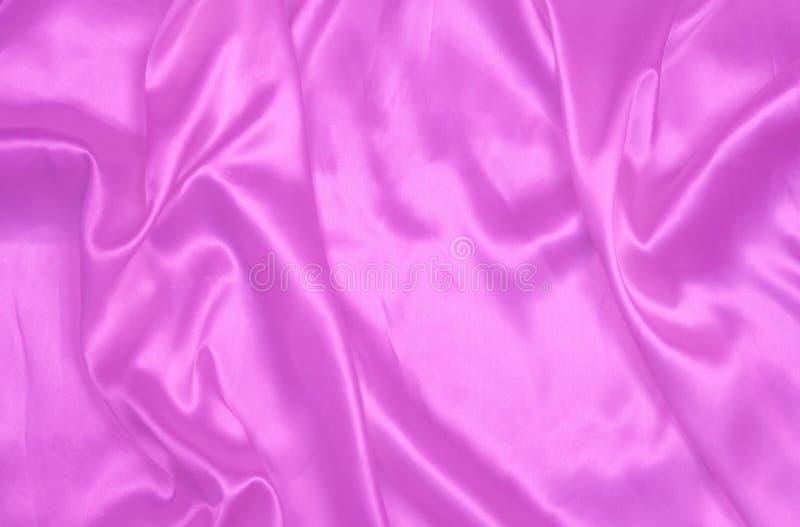 Purpurfärgad slät satäng eller siden- texturbakgrund Materiella textiler för elegant torkduk Vit tygabstrakt begrepptextur Lyxig  royaltyfria bilder