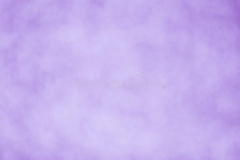 Purpurfärgad suddig bakgrundstapet - materielfoto arkivfoto