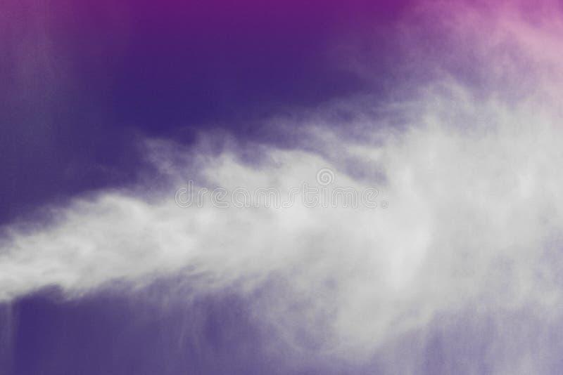 Purpurfärgad vattensprej i den detaljerade texturen för luft - gullig abstrakt fotobakgrund arkivbild