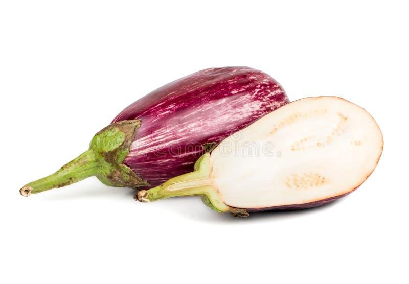 Purpurowa oberżyna z połówką zdjęcia stock