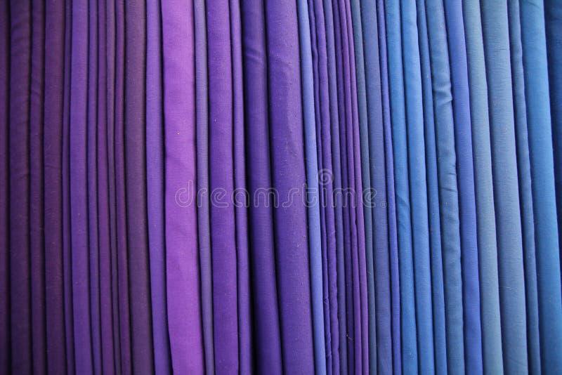 Purpurowa surowa jedwabnicza nić zdjęcie stock