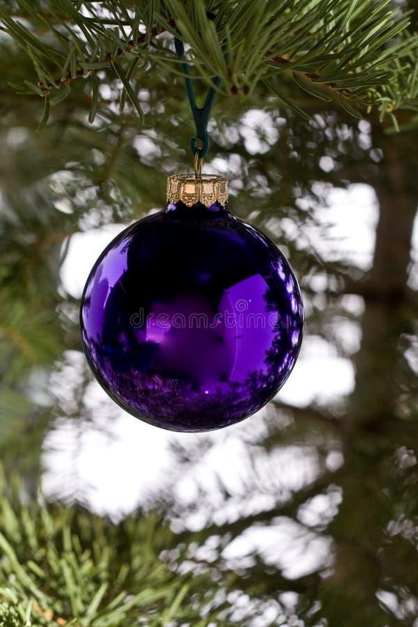 purpurowi balowi boże narodzenia obraz royalty free