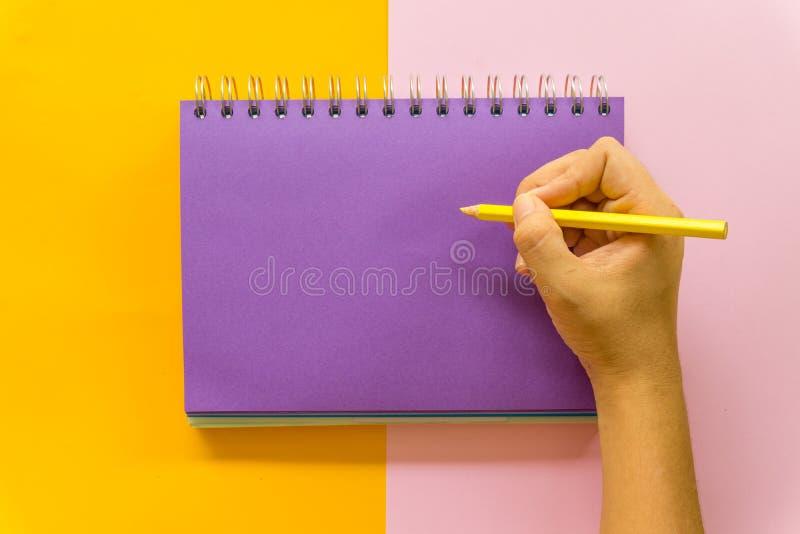 Purpurowy notatnik na ? obrazy stock