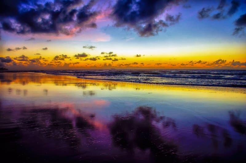Purpurowy zmierzch Porto De Galinhas, Recife - Brazylia | Rubem Sousa Dla Box® fotografia royalty free