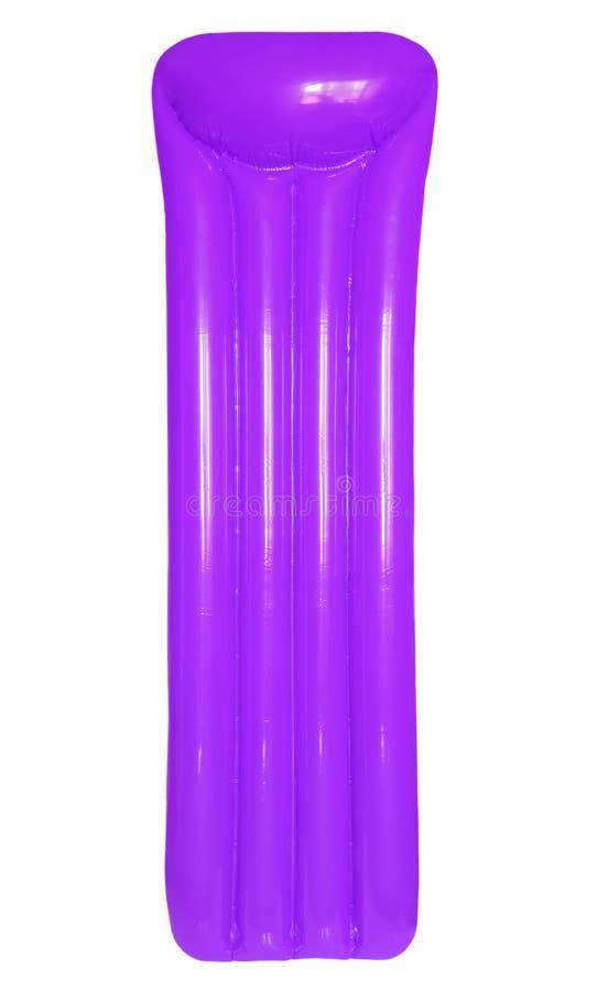 Purpurrote aufblasbare sich hin- und herbewegende Poolflossmatratze lokalisiert auf Weiß stockbild