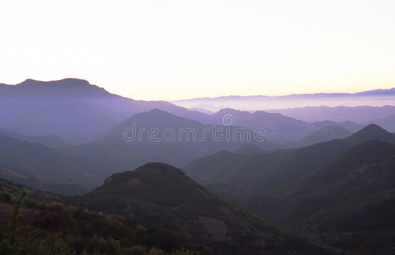 Purpurrote Berge Stockfotos