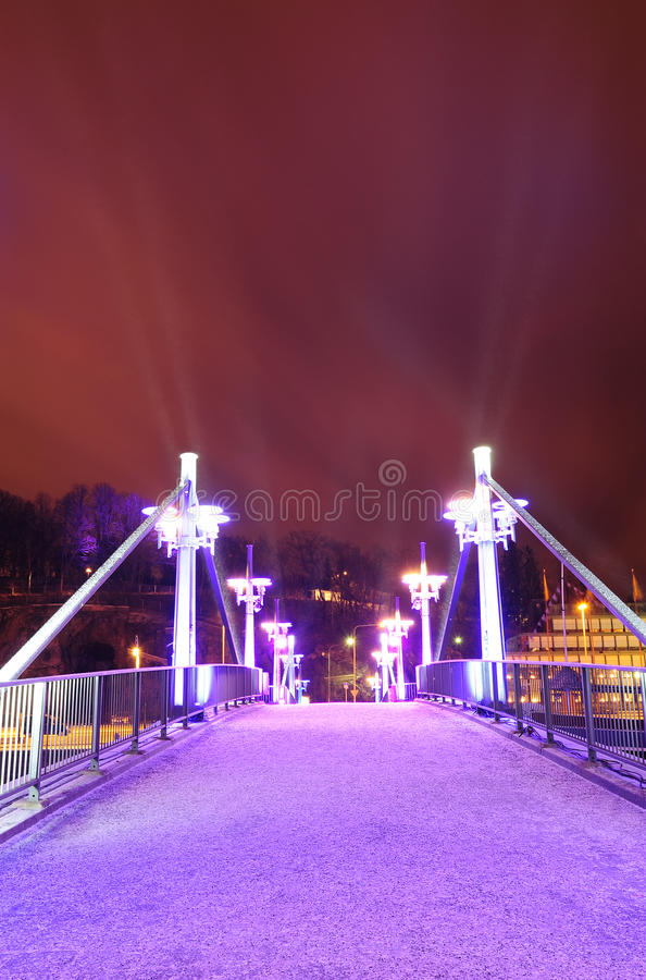 Purpurrote Brücke in Turku lizenzfreie stockfotografie