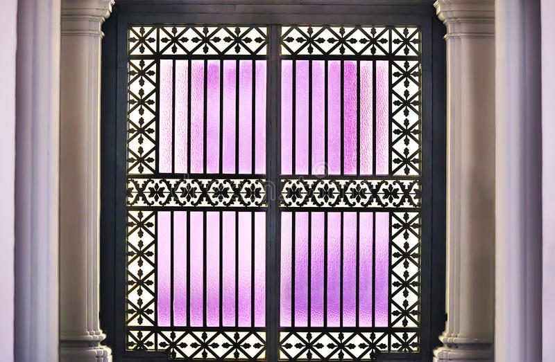 Purpurrote Glastür lizenzfreie stockfotografie