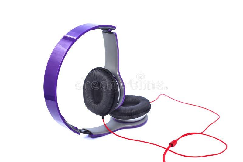 Purpurrote Kopfhörer lizenzfreie stockfotos