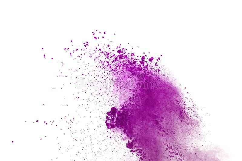 purpurrote Pulverexplosion auf weißem Hintergrund Farbige Wolke Bunter Staub explodieren Malen Sie Holi lizenzfreie stockbilder