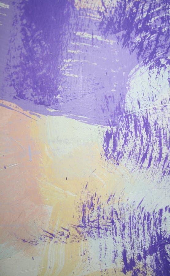 Purpurrote vergipsende Wand lizenzfreie stockfotos