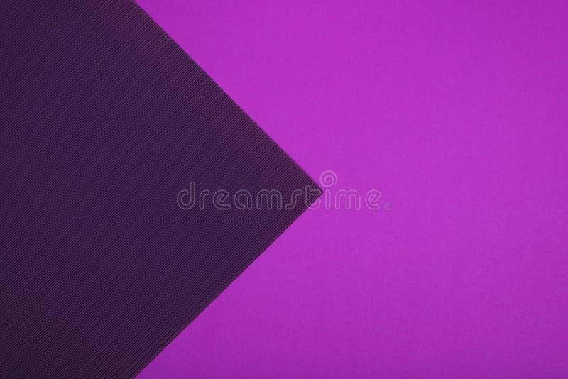 Purpurroter und violetter Farbhintergrund des strukturierten geometrischen Papiers der Zusammenfassung stockfoto