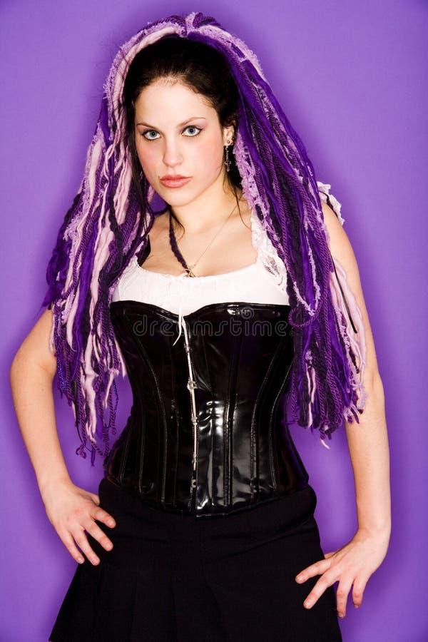 Purpurrotes gotisches Mädchen stockbilder