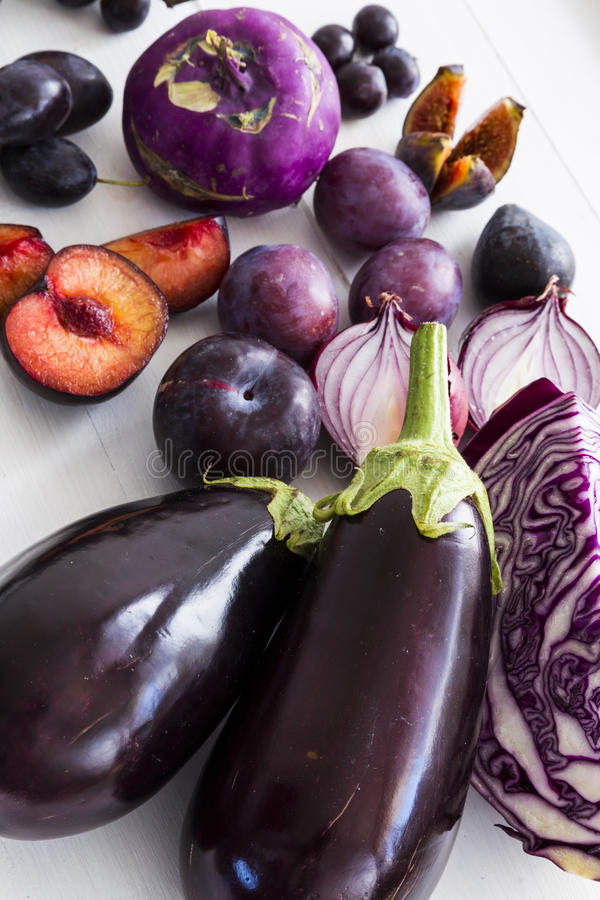 Purpurrotes Obst und Gemüse lizenzfreie stockfotografie