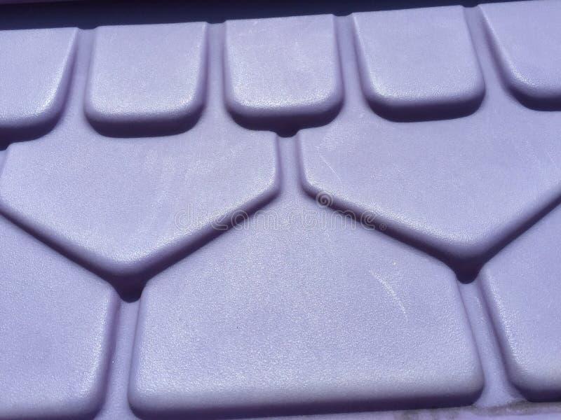 Purpurrotes Plastikdach stockbild