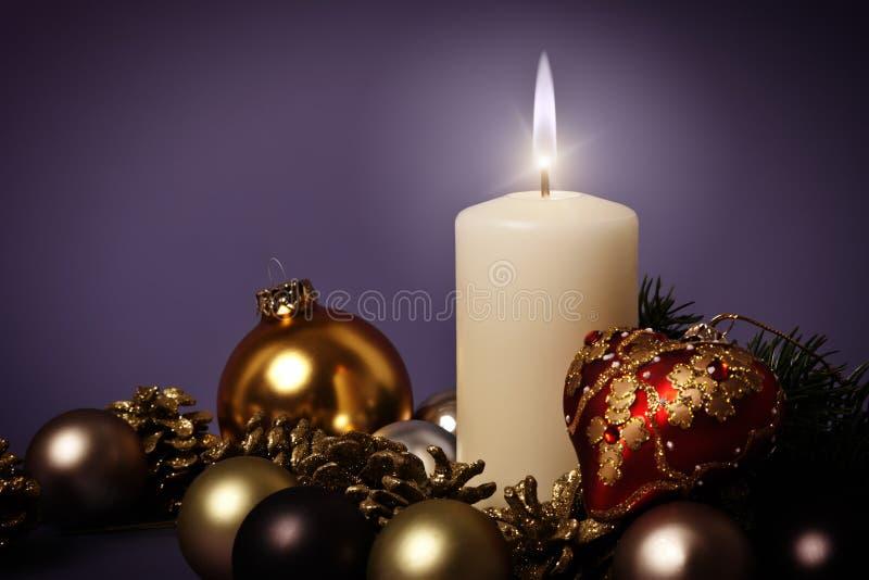 Purpurrotes Weihnachten lizenzfreie stockfotografie