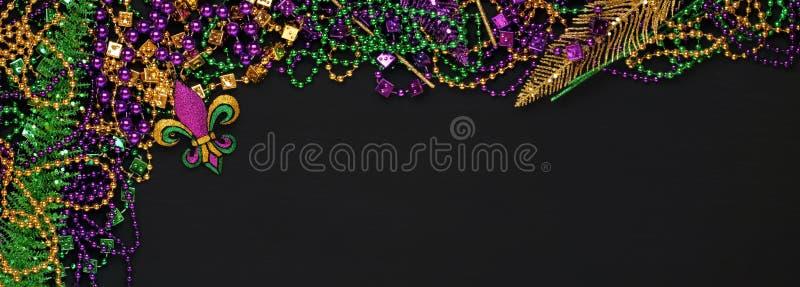 Purpury, złoto, Zieleni ostatków koraliki i dekoracje, i fotografia stock