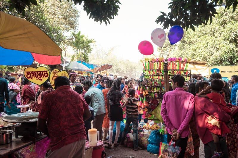 Purulia, le Bengale-Occidental, Inde, mai 2017 - les gens se sont r?unis ? une foire de village en Inde rurale Il est tr?s commun photographie stock libre de droits