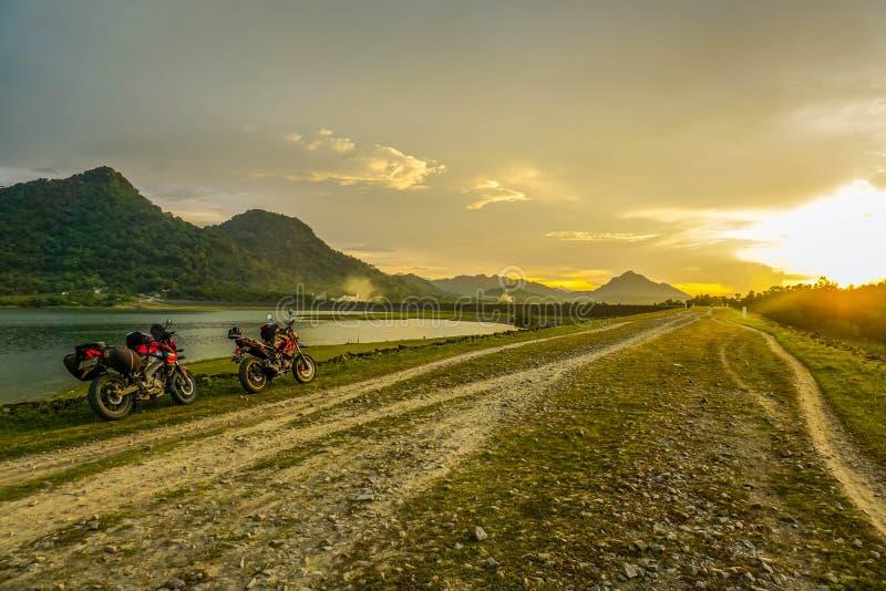Purwakarta, Zachodni Jawa, Indonezja (03/30/2018): Purwakarta, Zachodni Jawa, Indonezja (03/30/2018): Jeździec objeżdża z jego obrazy stock